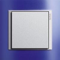 Gira Event Opaque. Цвет рамки: Синий; Цвет вставки и клавиши: Алюминий
